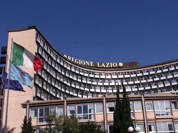 Obbligo mascherine anche all'aperto nel Lazio
